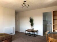 2 bedroom flat in Vicars Bridge Close, Wembley, HA0 (2 bed) (#1076724)