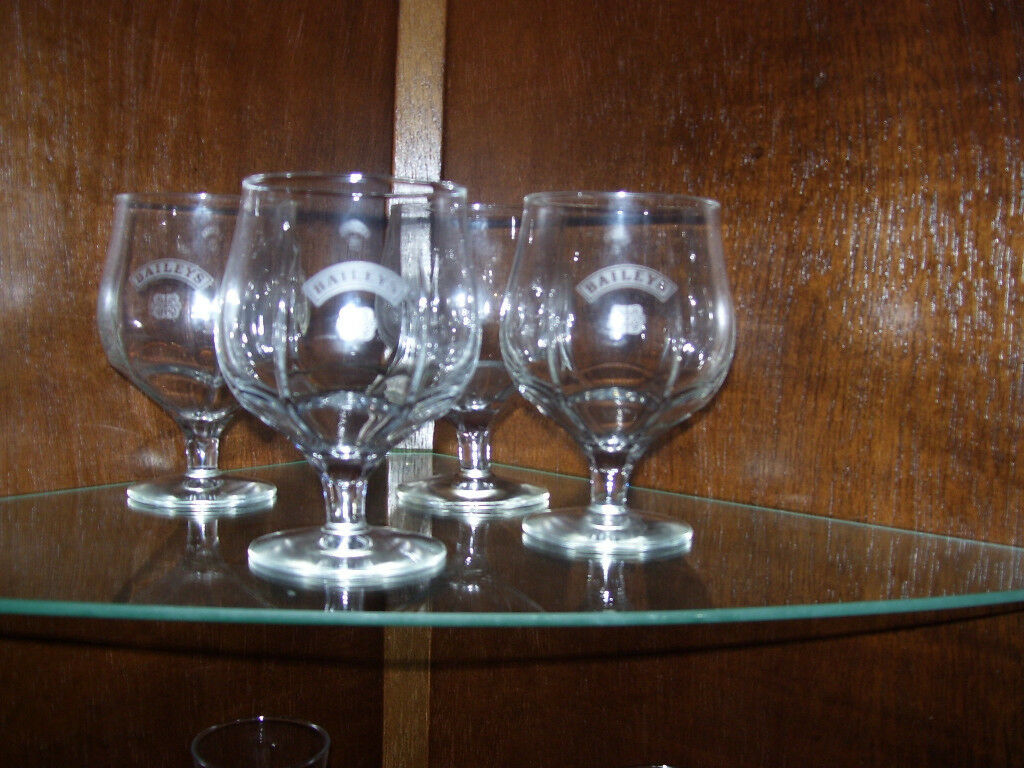 Set of 4 Baileys balloon glasses