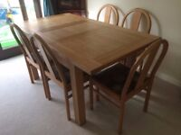Solid oak extending dinning table with 5 beautiful oak chairs RRP 900