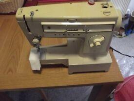 SINGER SEWING MACHINE - MODEL 522