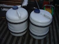 2 pyramid aquarolls and 1 handle , good condition , 45 litres each