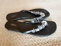 Oasis Leather flip flops