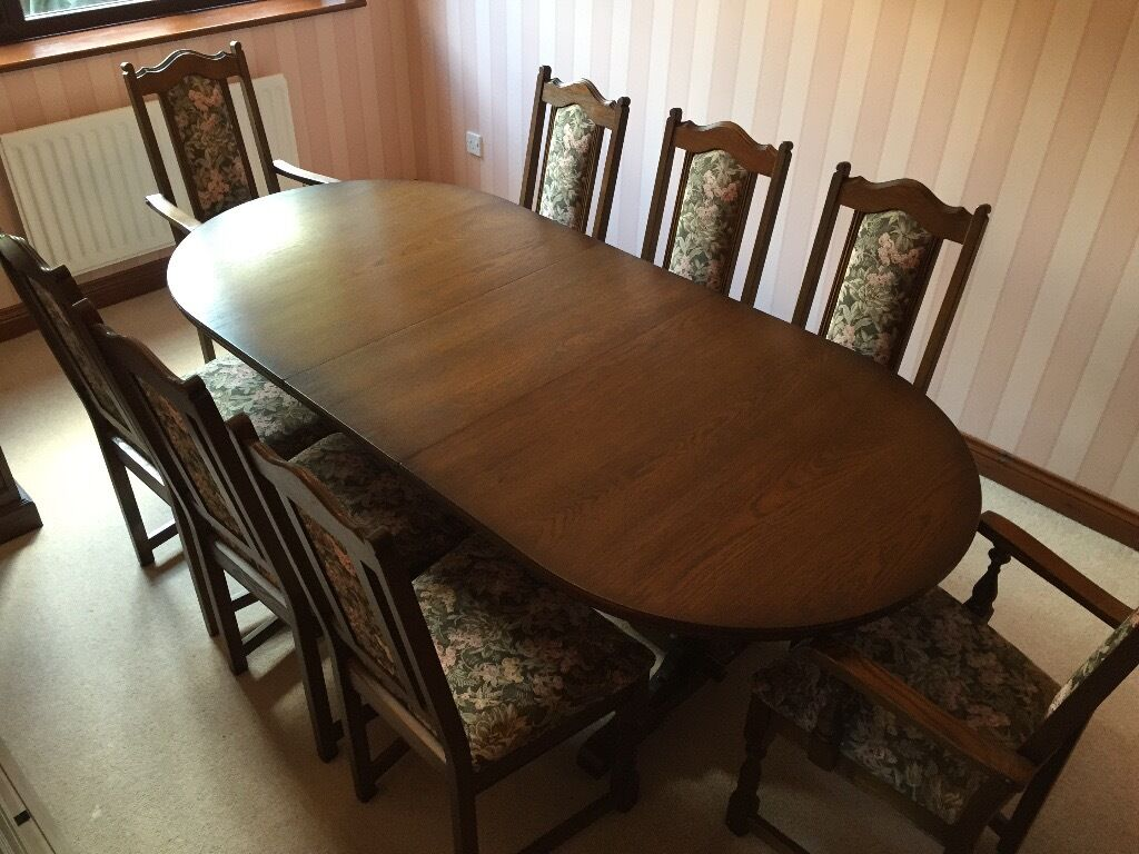 Dining Table In Old Charm Oak 8 Chairs 2 Are Carver