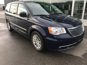 2015 Chrysler Town & Country Touring-L, Loaded, Leather Seats