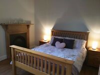EDINBURGH FESTIVAL LET - beautiful large room available now