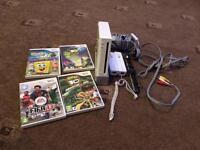 Nintendo Wii + 2 remotes + 4 games