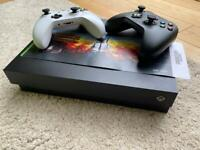 Xbox One X - 4K HDR - 1Tb - 2 controllers - 2 games