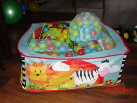 Baby Ball pit play area + 700 balls