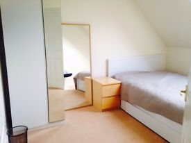 Double room in country cottage near Dalmeny station