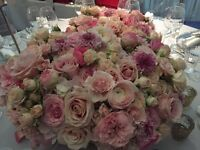 Very experienced freelance florist base in London, specialise in events , weddings.