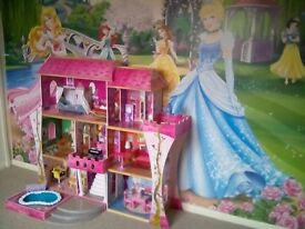 Large dolls house (Ever after high) beautiful 3 storey play house.