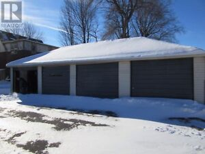 3 car garage for rent downtown