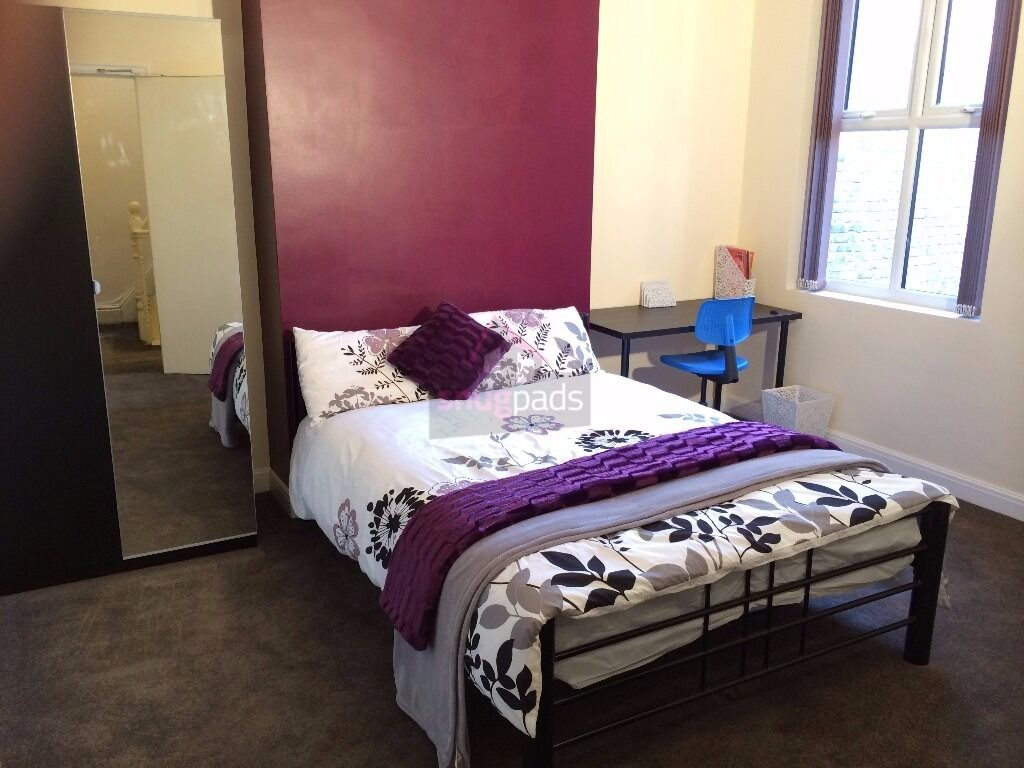 1 bedroom available in a 8 bedroom student house