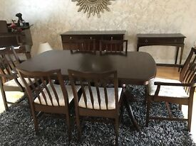 Mahogany extendable to 2.2m Table & 6 Chairs. Excellent condition