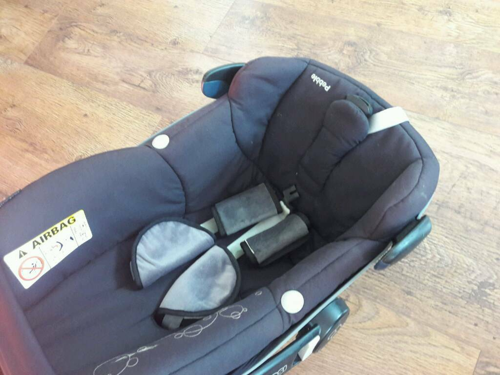 maxi cosi pebble and easy base 2 in newport gumtree. Black Bedroom Furniture Sets. Home Design Ideas