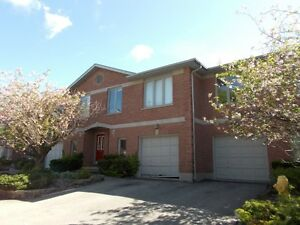 4 bdrm townhouse with a garage & den near dwntwn & Old North