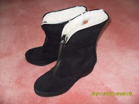 Vintage 1940s granny sheepskin ankle boots, size 3.5 (small size 4)
