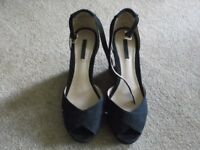 pull and bear ladies black suede effect wedged shoes(as new not worn) size 5,in as new condition