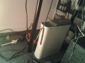 xbox 360 60gb hdd with 8 games, 1 controller and a mic. read desc for details
