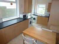 3 Bedroom Student House, Inverness Place, ROATH. £900 p/month, £300 p/room. Available 1st July 2017