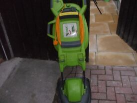 P PRO FOLDING LAWNMOWER WITH CARRY HANDLE
