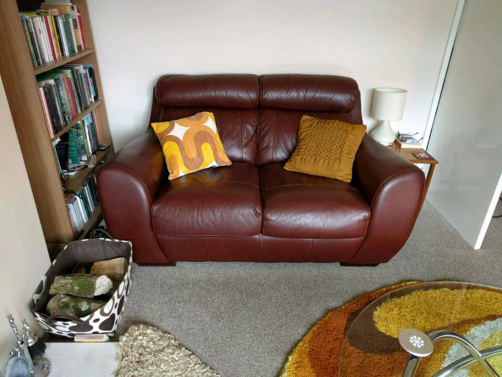 Beautiful leather 3 piece suite sofa and chairs