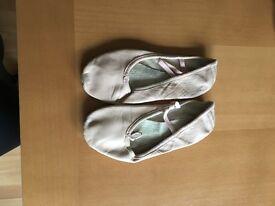 Ballet shoes size 4