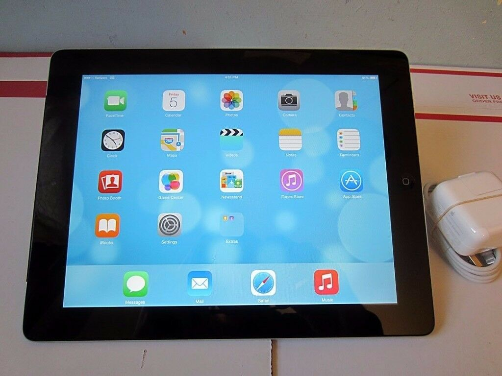 Apple iPad 4 with Retina Display – Black / Silver