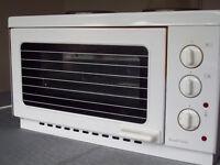 Russell Hobbs Mini Kitchen: model 9942-10