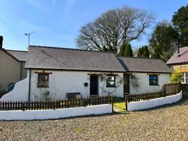 Lovely, cosy one bed, detached cottage with garden & parking in the heart of Pembrokeshire