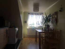 Spacious 2 bed top floor flat to let
