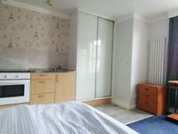 Room to Rent (large single) own kitchen, close to Colchester North Station and Hospital