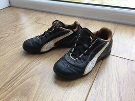 Children's Puma football boot/trainers, UK Size 13 Euro 32