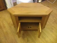 Sturdy Oak tv stand, with cupboard and shelf
