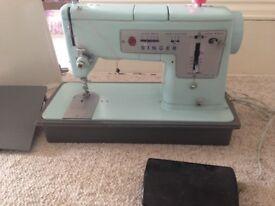 Mint condition Vintage Singer Sewing machine Crisssticher