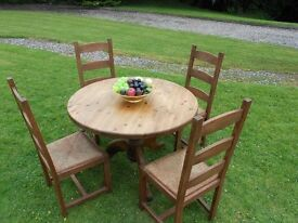 Chunky Round Pine Country Table And 4 Chairs
