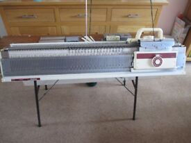 Knitting machine - Brother Chunky 230