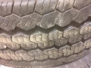 4 pneus d'été Continental, Vanco Four Season, 235/65/16 LT, 25% d'usure, mersure 9/32