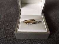 GORGEOUS TWIST RING, platinum and yellow gold, as new condition, size S.