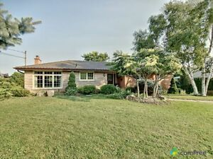$929,000 - Raised Bungalow for sale in Waterdown