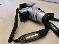 OLYMPUS PEN E-PL7 14-42mm Digital Camera. Black/Silver