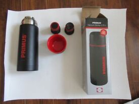 Primus 0.75L double walled vacuum flask constructed with stainless steel. NEW!