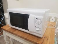 White microwave oven in white, excellent condition and in full working order