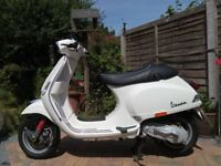 VESPA S 50 Piaggio white Moped/Scooter plus Vespa waterproof legwarmer