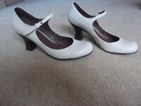 KG Ladies Shoes - size 39 UK 6 top condition ideal wedding shoes