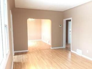 11739-122 Street - ALL INCLUSIVE! FREE RENT! 2 bed main floor! Edmonton Edmonton Area image 2