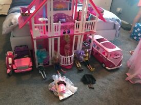 Barbie Malibu mansion and extras