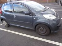 55 reg peugeot 107 1.0 5 door only £20 road tax bodywork needs some attention DRIVES WELL+DELIVERY