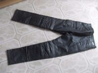 FRANK THOMAS LADIES LEATHER BIKER TROUSERS SIZE 28 PLUS BOOTS , JACKET AND GLOVES
