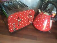Kettle and toaster set